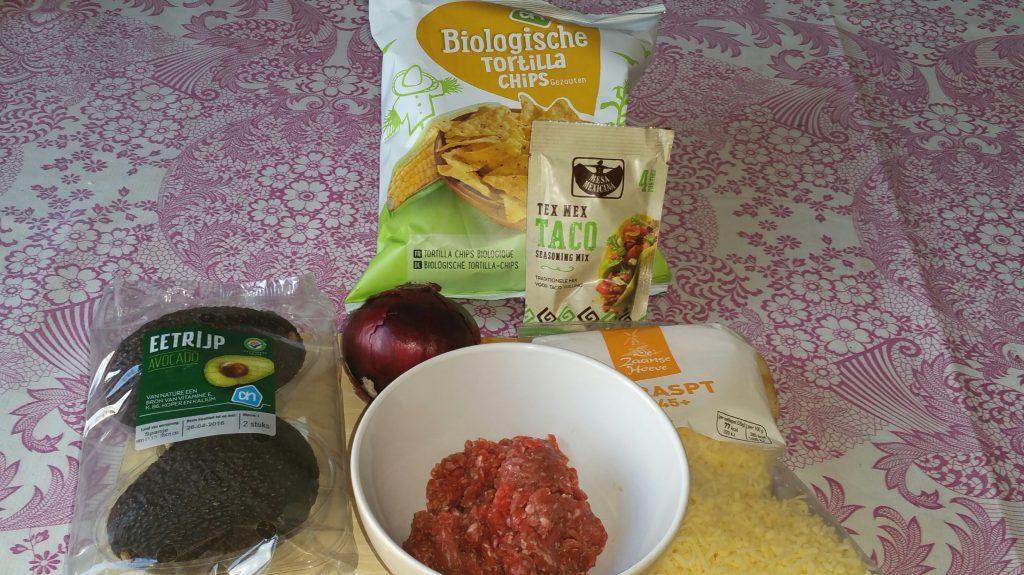 ingrediënten Doritos met gehakt avocado en rode ui 30042016