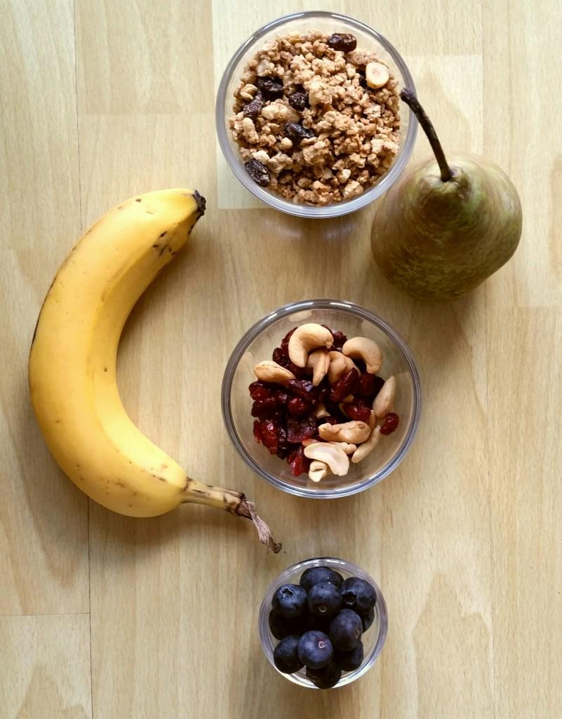 ontbijtsmoothie met fruit en cruesli ingrediënten
